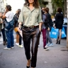 la-modella-mafia-emmanuelle-alt-street-style-chic-in-leather-trousers-and-pumps-640x959