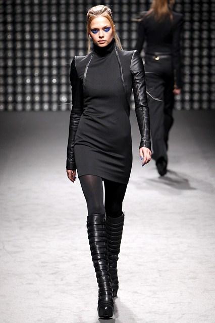 Ovom kolekcijom dizajner je pokazao svoju nežniju stranu i osvojio novu publiku, februar 2011.