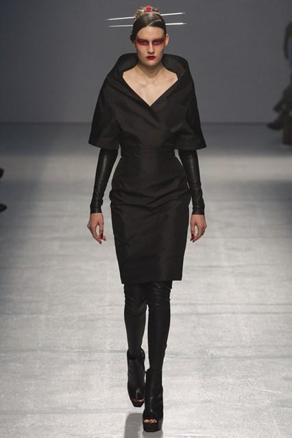 Ponovo crna boja, elegancija na njegov način. Septembar 2012.
