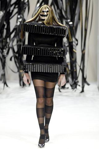 Revija modela koji su u štampi opisani kao skoro nosivi, februar 2007.