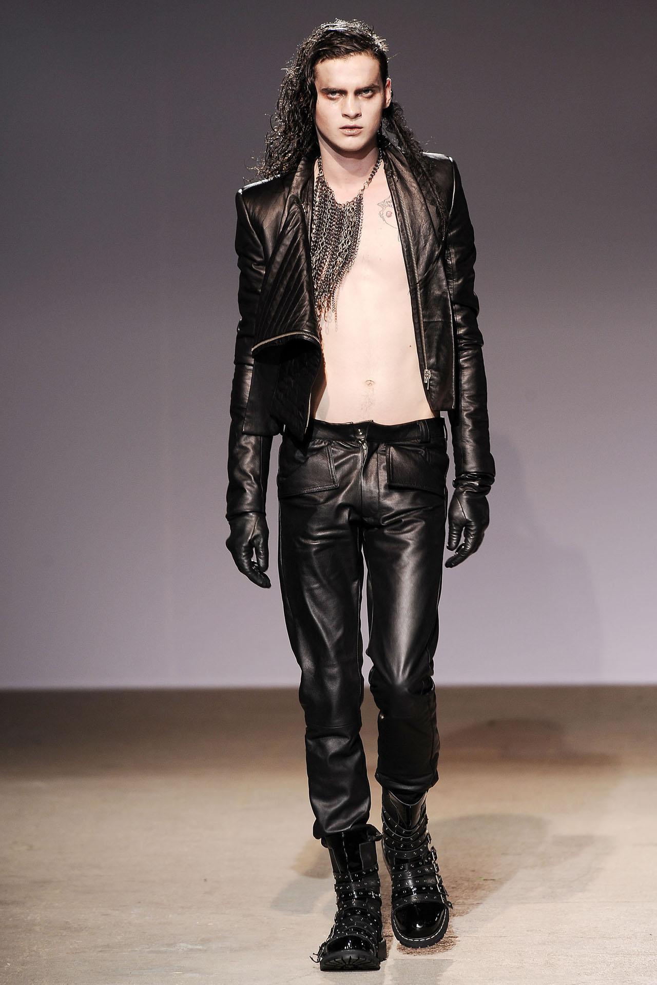 U januaru 2009. godine zadivio je Parižane prvom kolekcijom za muškarce