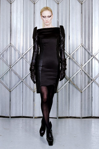 Mart 2009. kolekcija prefinjenih odevnih predmeta za žene