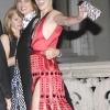 Milla Jovovich je stigla sa Angela-om Lindval. Nosila je istu Prada-inu haljinu kao i na Met Ball-u.