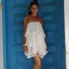 Olivia u beloj haljini kao grčka boginja
