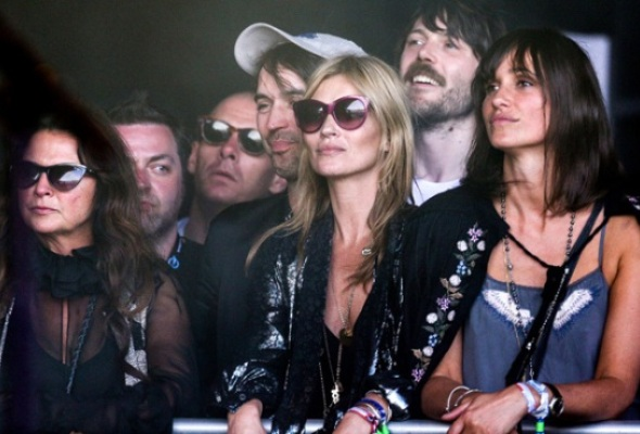 Kate-Moss-watching-Primal-S