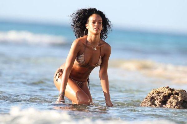 Rihanna u kupaćem od 990 $ brenda Charlie