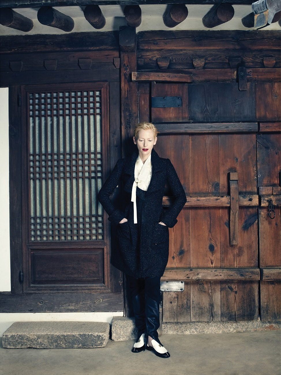 tilda-swinton-by-hong-jang-hyun-vogue-korea-august-2015-03