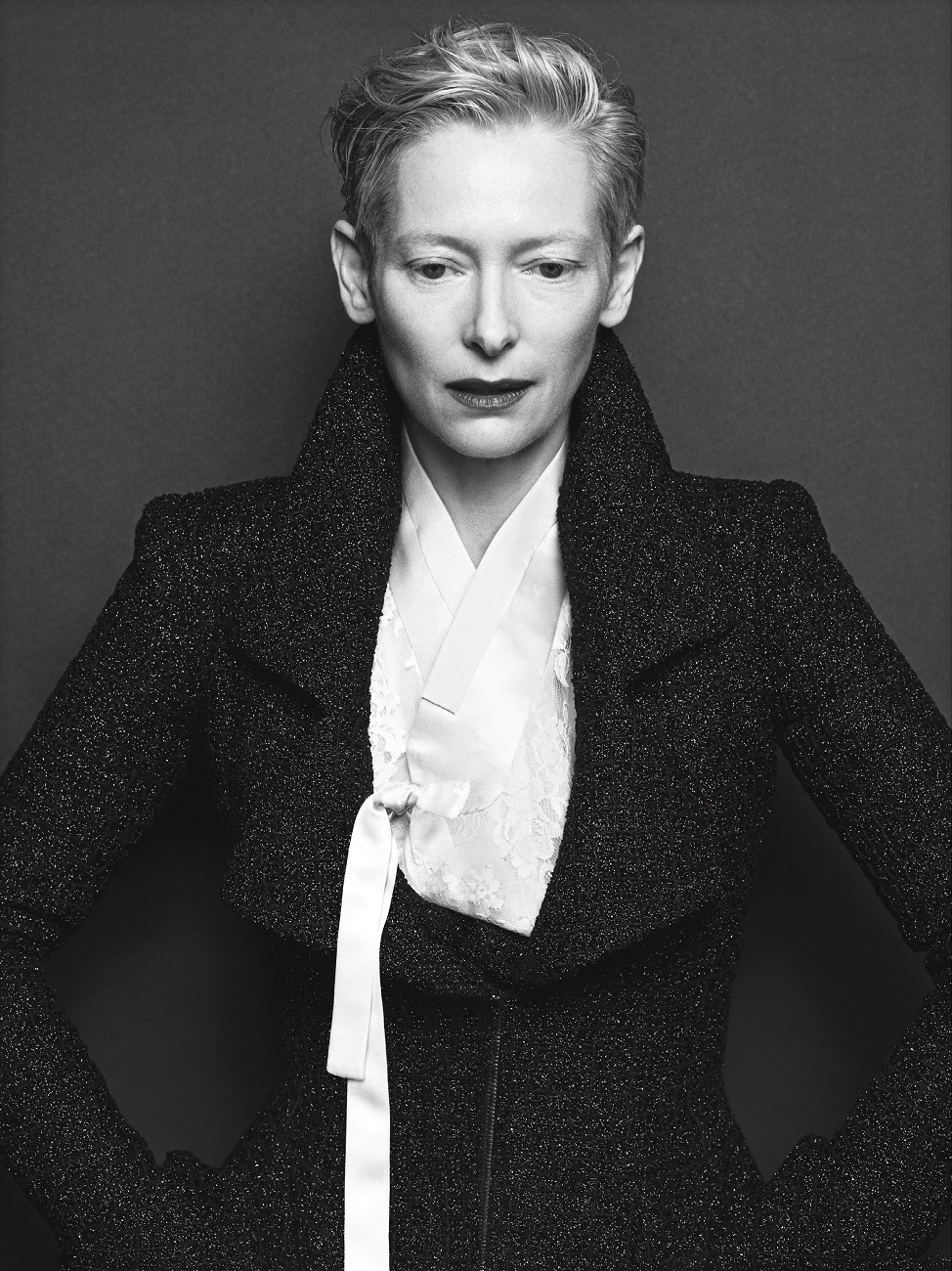 tilda-swinton-by-hong-jang-hyun-vogue-korea-august-2015-04