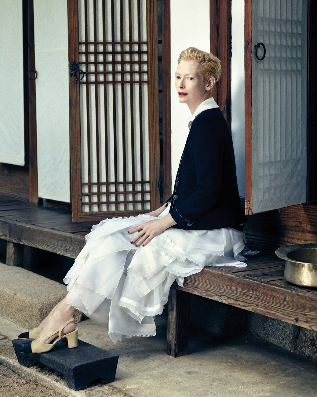 tilda-swinton-by-hong-jang-hyun-vogue-korea-august-2015-06