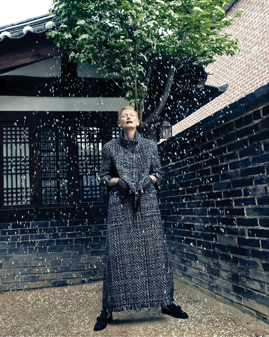 tilda-swinton-by-hong-jang-hyun-vogue-korea-august-2015-07