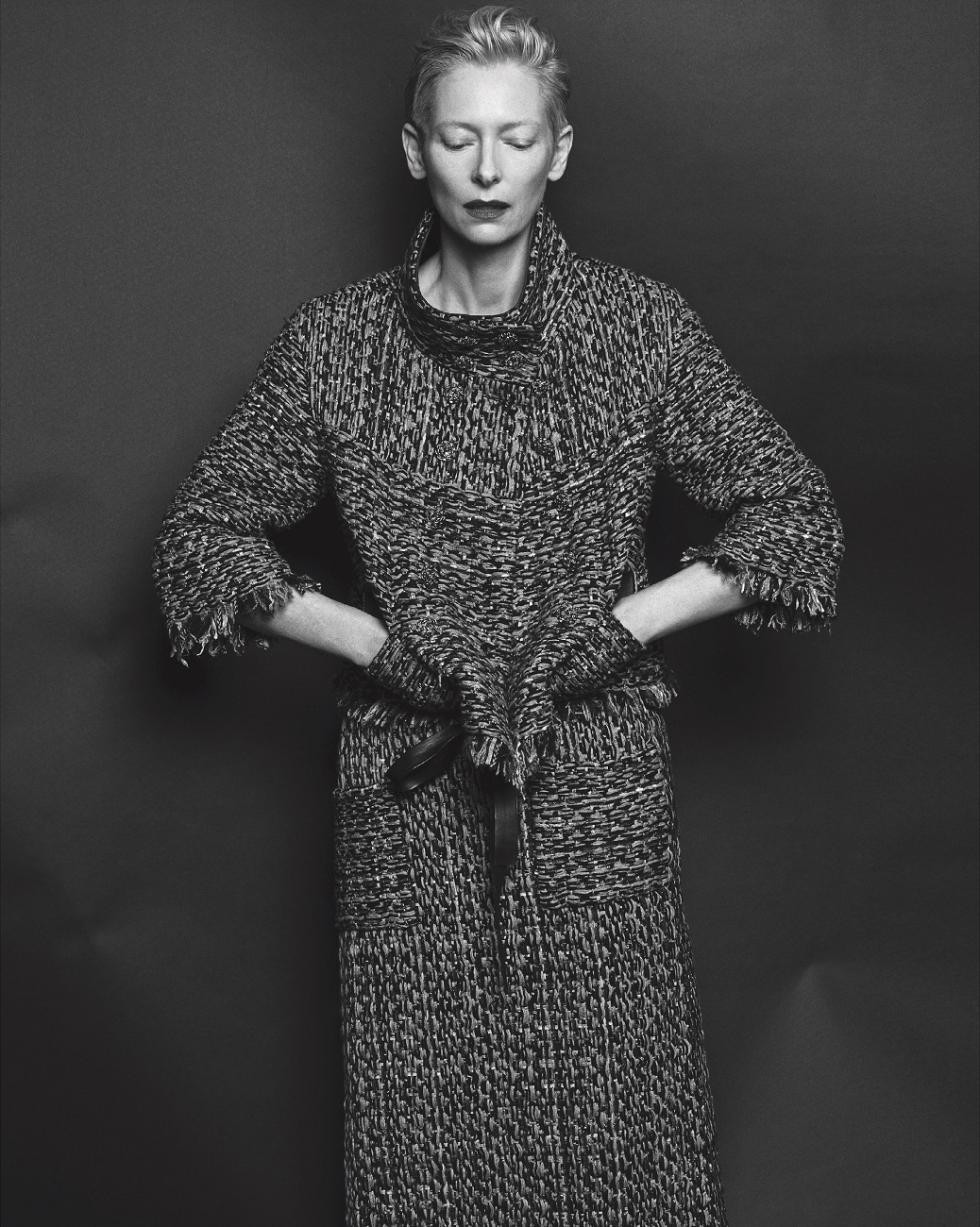 tilda-swinton-by-hong-jang-hyun-vogue-korea-august-2015-08