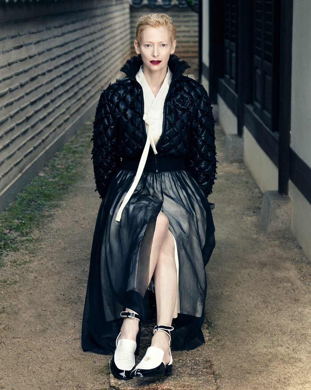 tilda-swinton-by-hong-jang-hyun-vogue-korea-august-2015-11