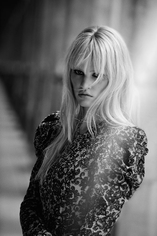 Lara-Stone-Freja-Beha-Peter-Lindbergh-Editorial-fashionela08