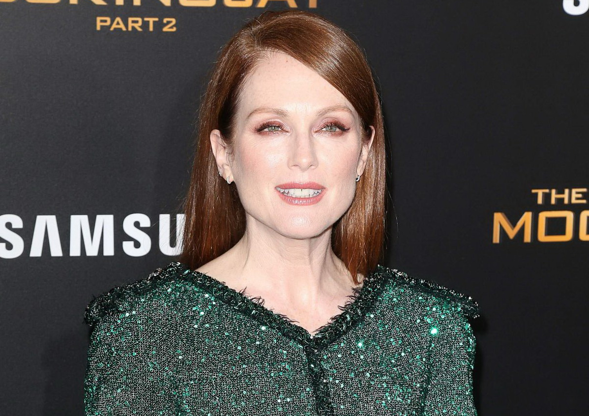 Julianne MOORE_The Hunger Games, Mockingjay_Part 2 _Premiere_Chanel_Fashionela1