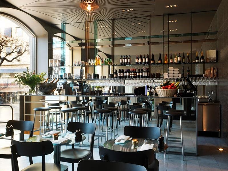 Nobis hotel bar