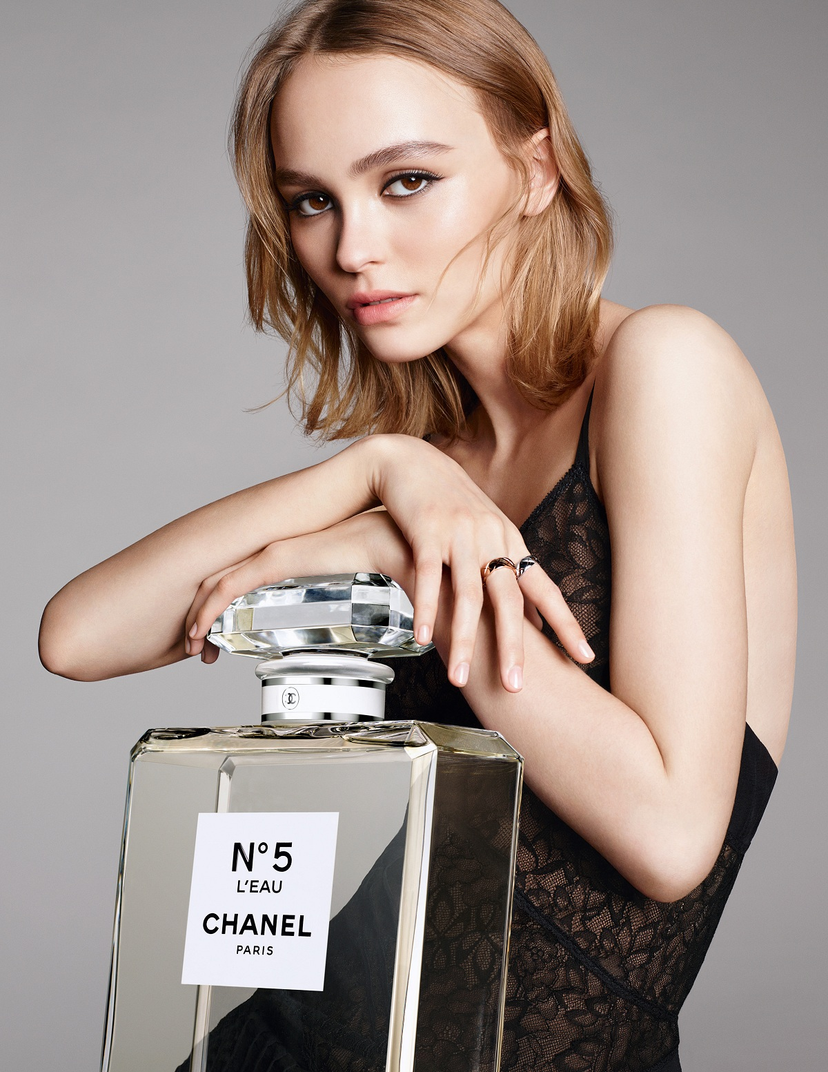 Lily-Rose Depp stars in the Chanel N°5 L'Eau ...