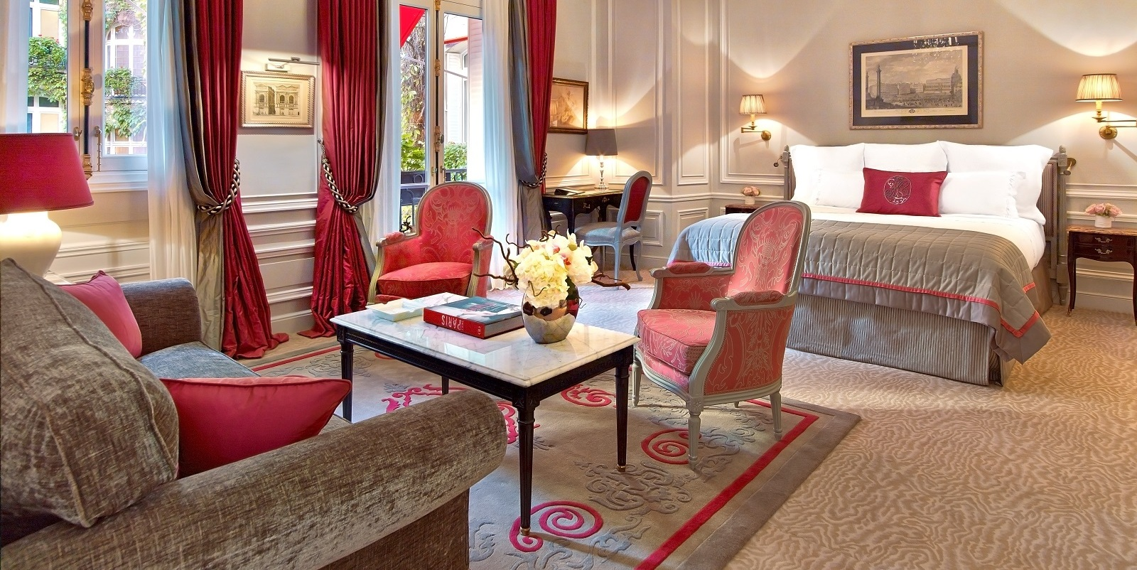 junior-suite-332-at-hotel-plaza-athenee