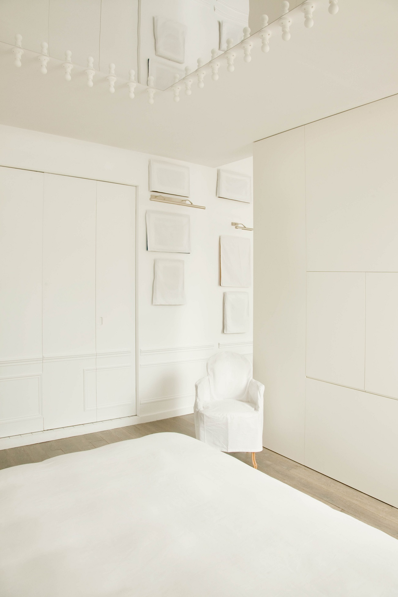 white-cover-suite-la-maison-champs-elysees-paris