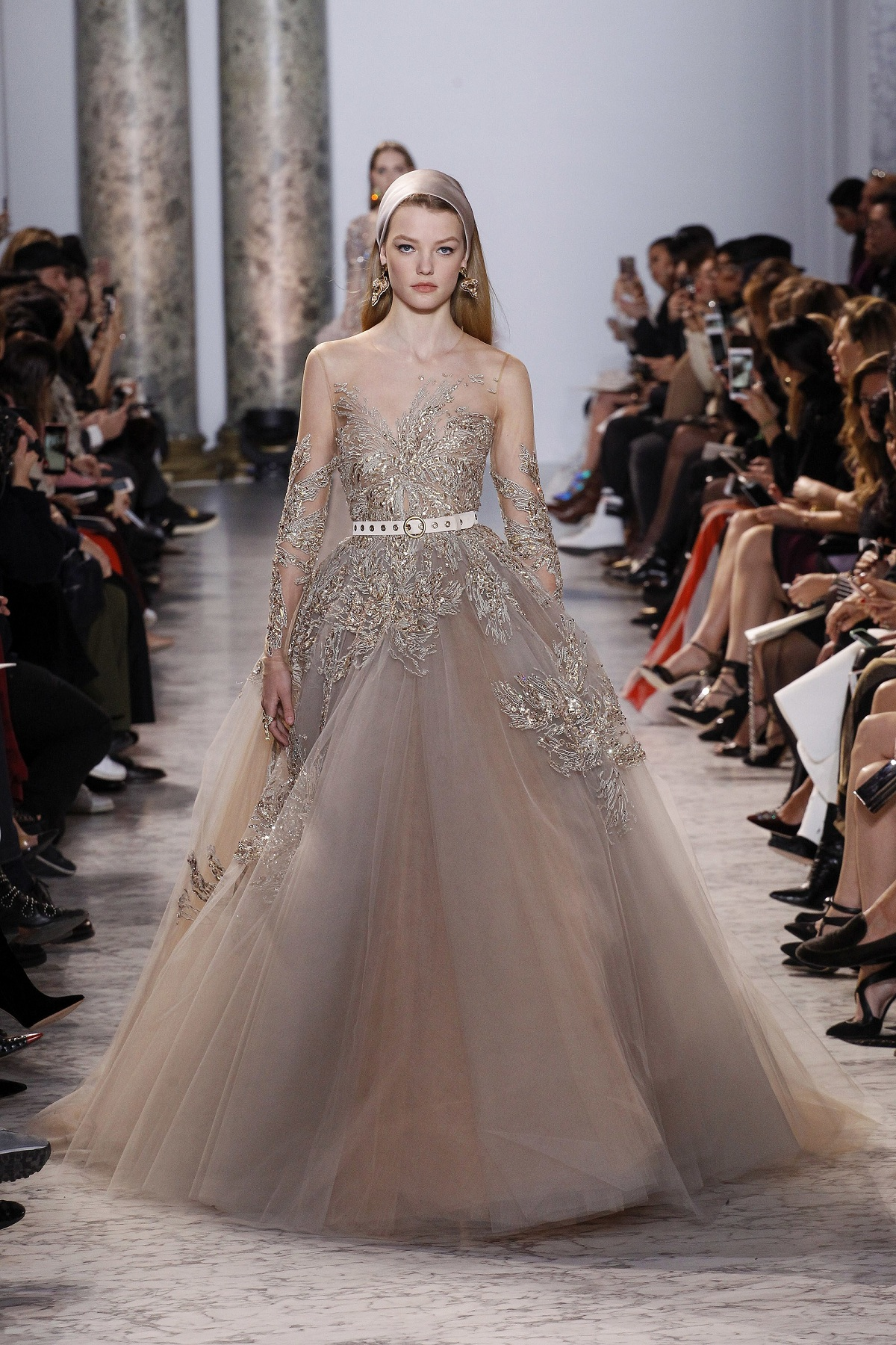 Elie saab spring 2017 haute couture collectionfashionela for Couture clothing
