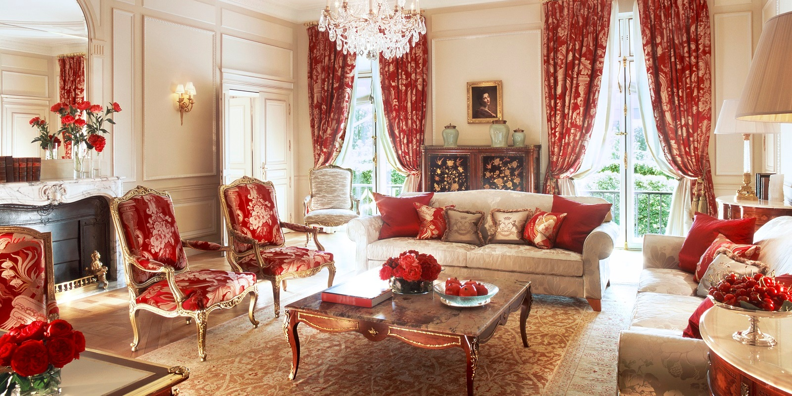 living-room-of-the-presidential-apartment-102-at-le-meurice-paris