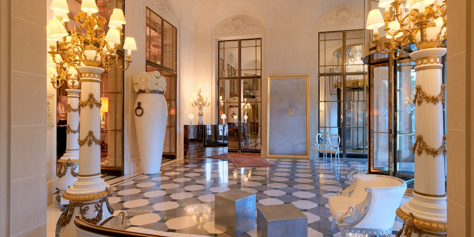 lobby-at-le-meurice-fashionela