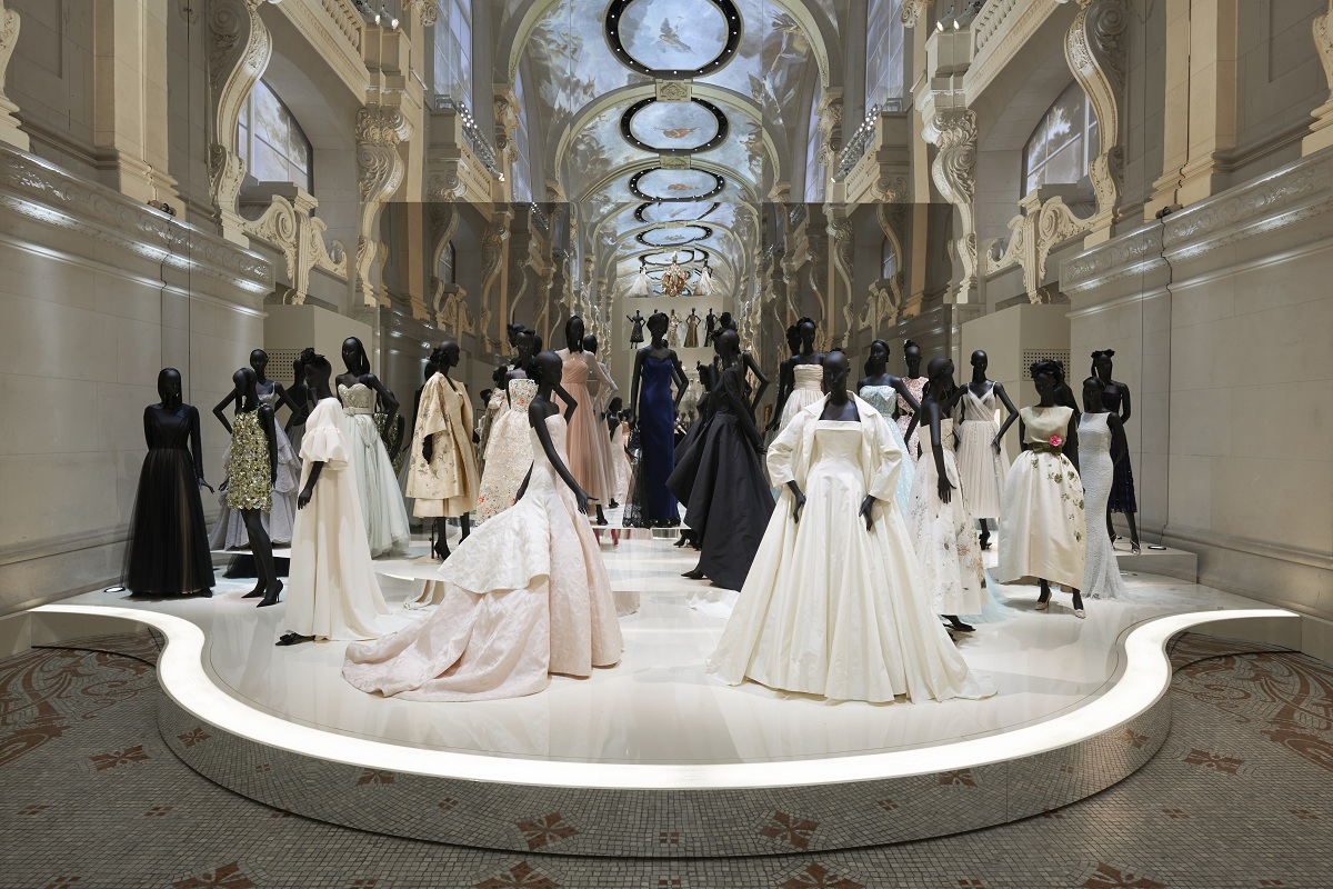 CHRISTIAN DIOR_ DESIGNER OF DREAMS_SCENOGRAPHY_Fashionela
