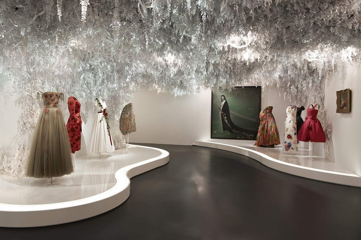 CHRISTIAN DIOR_ DESIGNER OF DREAMS_SCENOGRAPHY_Fashionela(3)
