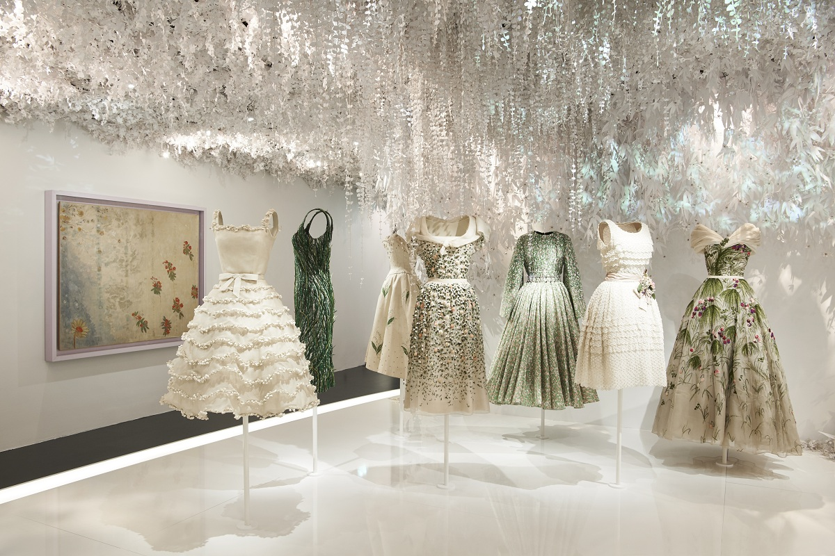 CHRISTIAN DIOR_ DESIGNER OF DREAMS_SCENOGRAPHY_Fashionela(4)