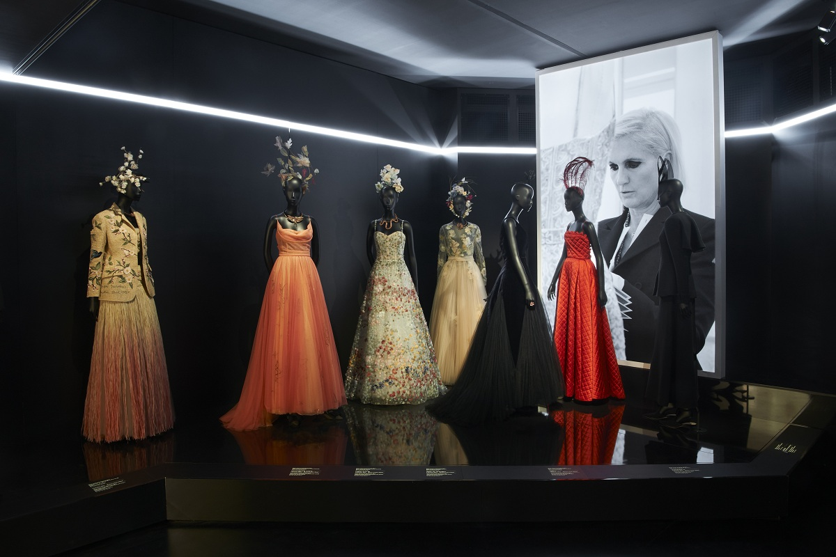 CHRISTIAN DIOR_ DESIGNER OF DREAMS_SCENOGRAPHY_Fashionela(5)