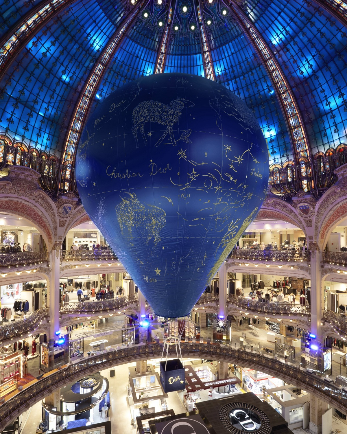 Dior_Galeries Lafayette 70 years_Pop-Up_Fashionela
