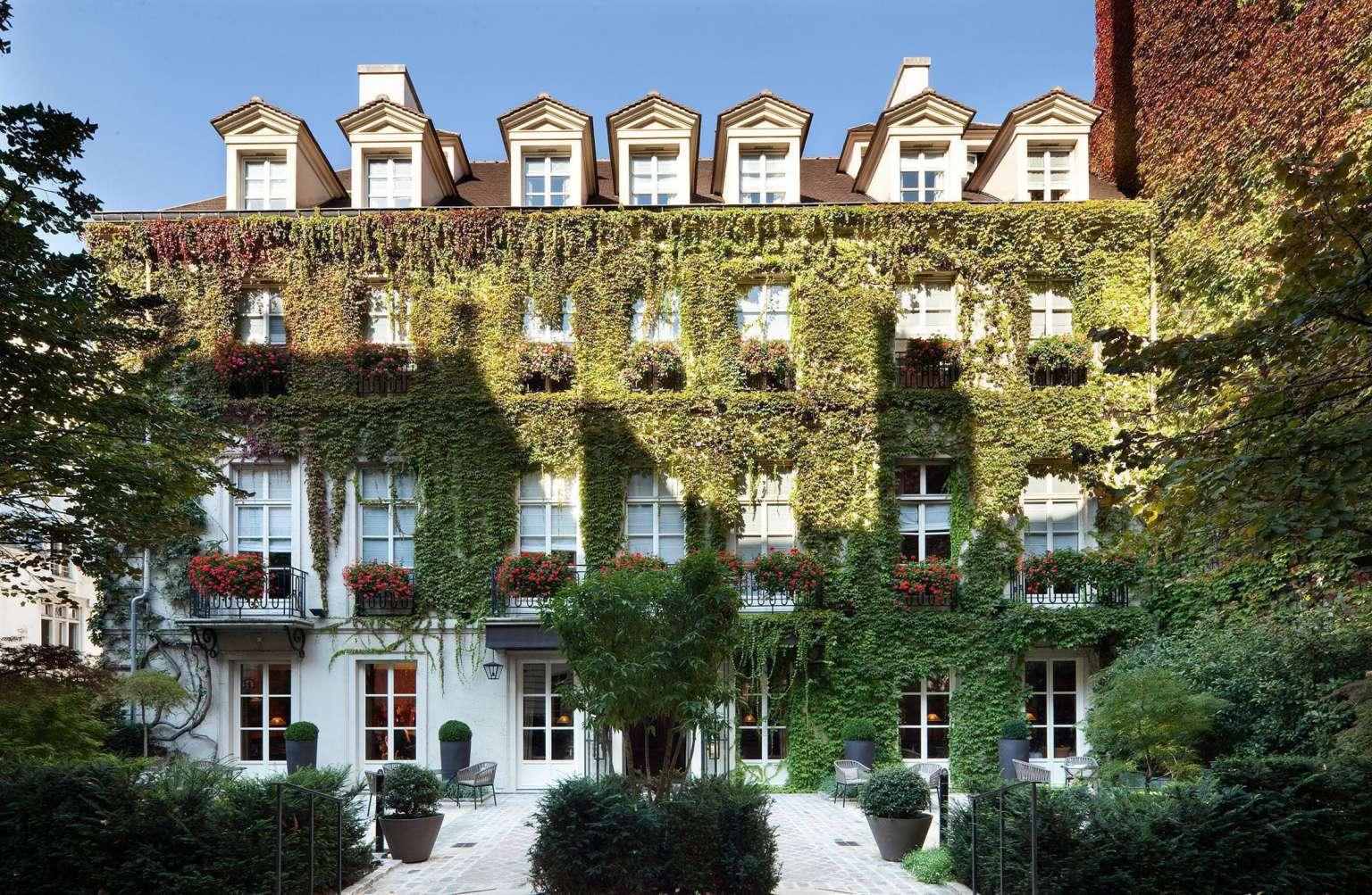 Pavillon_de_la_Reine_facade