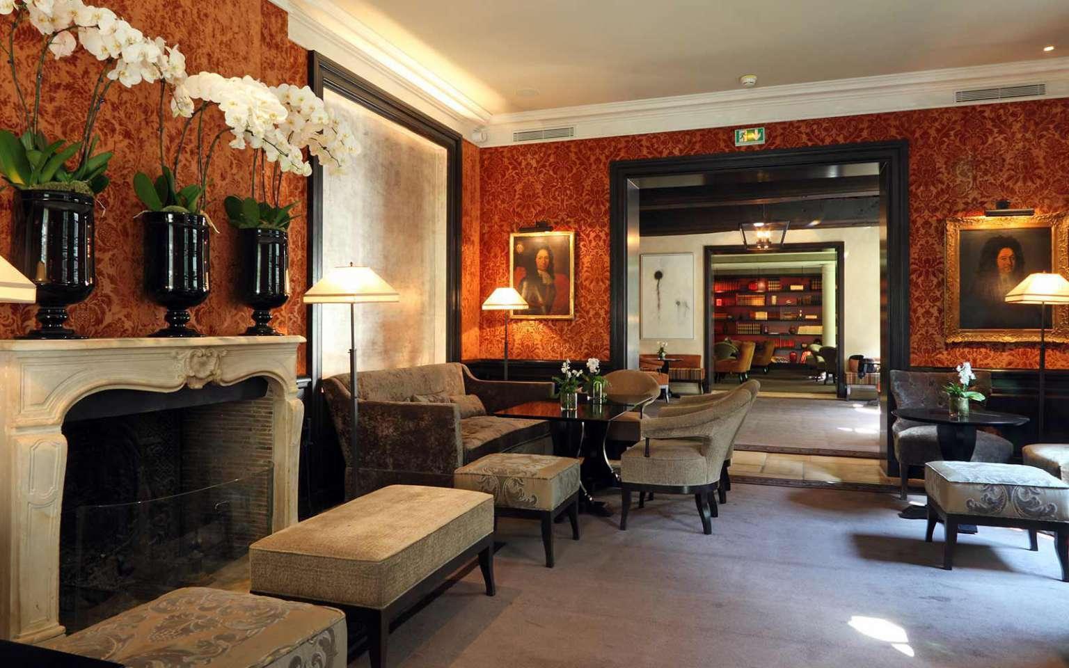 Pavillon_de_la_Reine_lobby