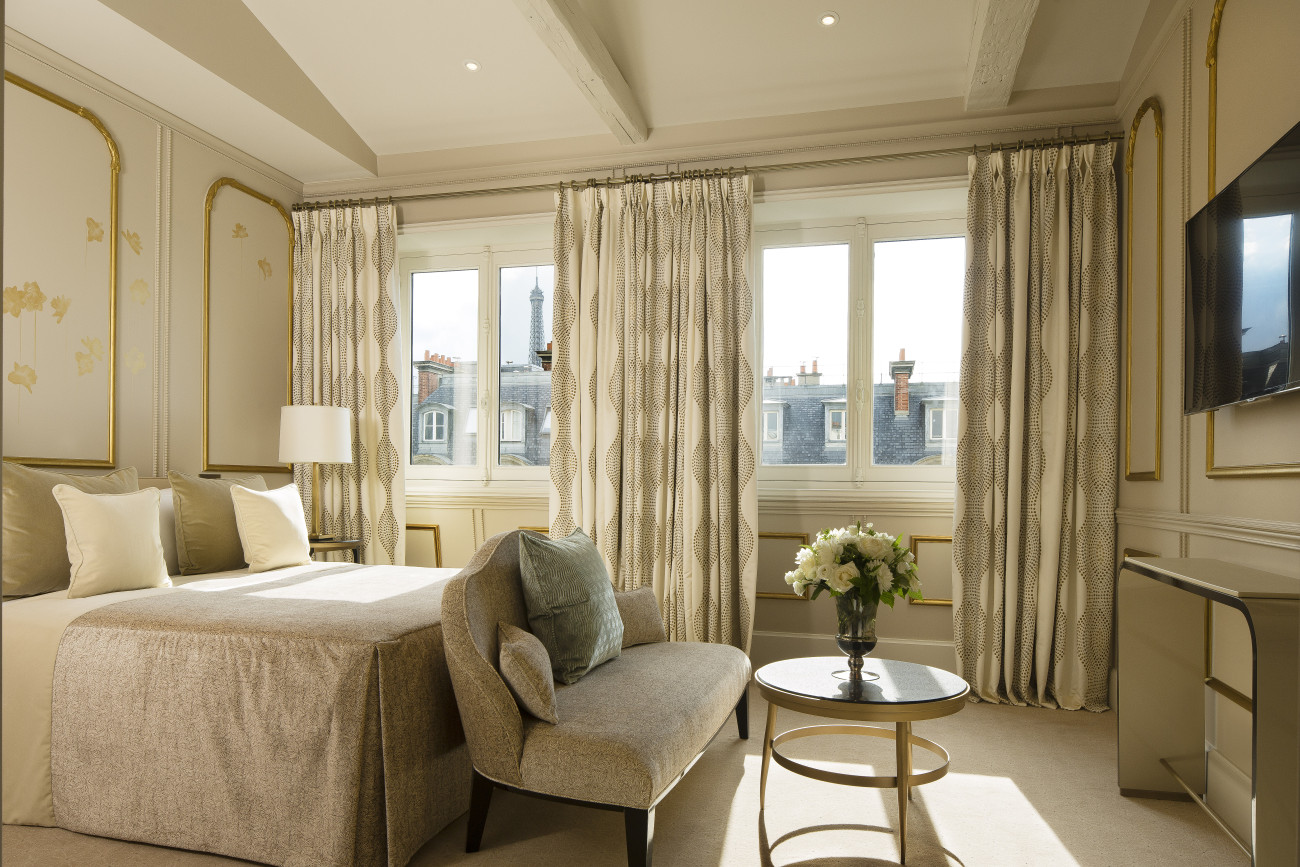 The_Aurore_suite_ bedroom_view_of_the_Eiffel_Tower