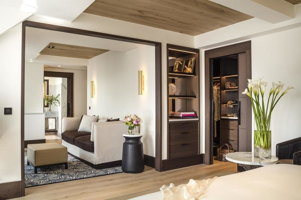 Eiffel_Tower_Suite_Hyatt