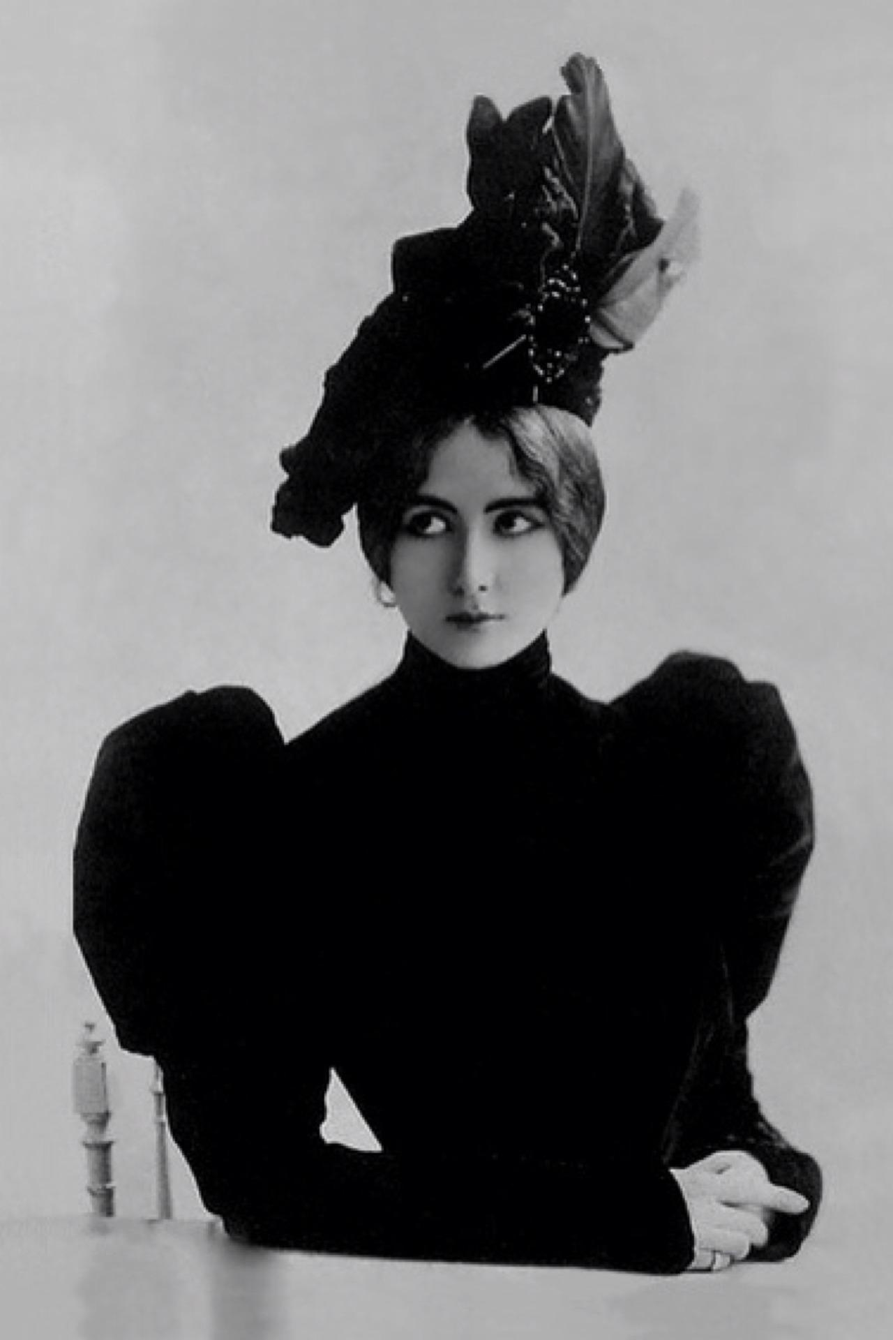 """The glamorous Cleo de Merode, ca. 1900. Cléopatra Diane (""""Cléo"""") de Mérode"""