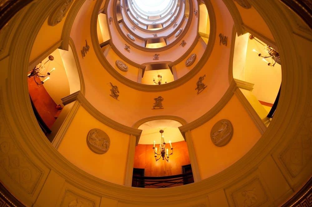 The_Circular_Hall_L_Hotel