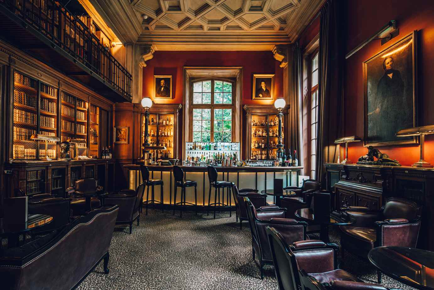 bar-saint-james-library