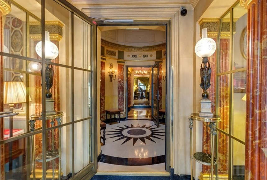 l-hotel-paris-entrance