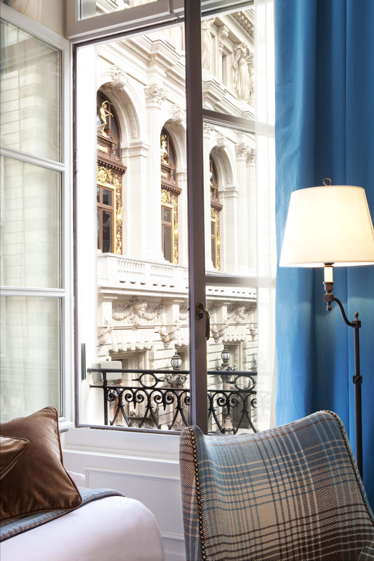 HOTEL LA MAISON FAVART-SUITE LES QUATRE PARTIES DU MONDE-11-03 MD