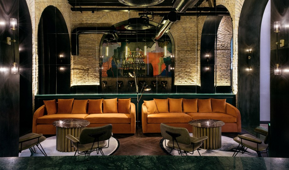 chapter-roma-bar-sofa-interior-design-M-07-r