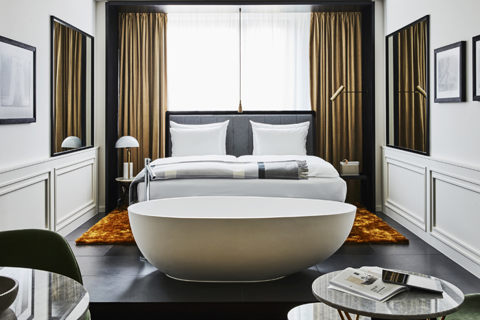 roomers-munich-deluxe-premium-room2