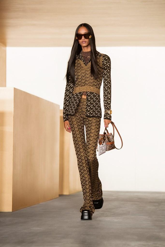 Versace_Fall2021_Fashionela (12)