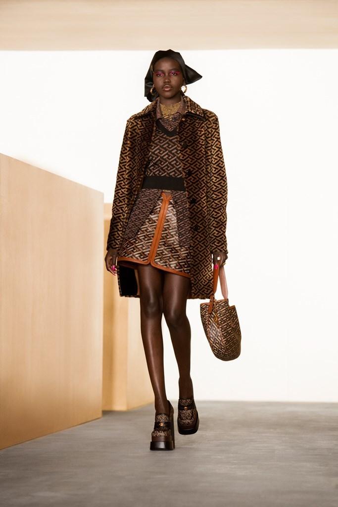 Versace_Fall2021_Fashionela (15)