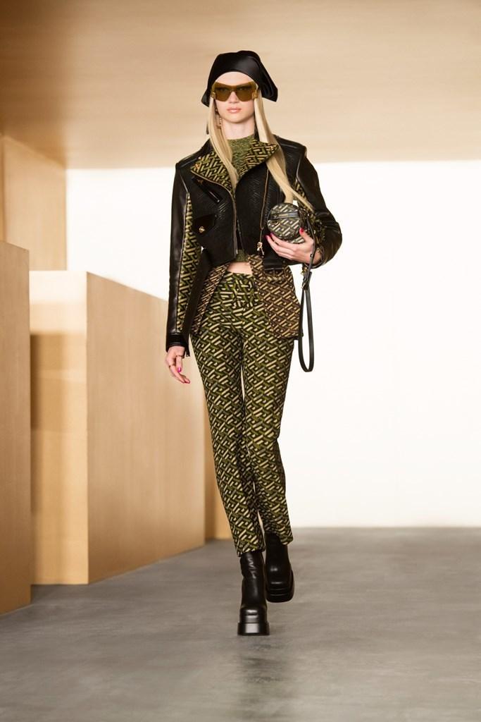 Versace_Fall2021_Fashionela (17)