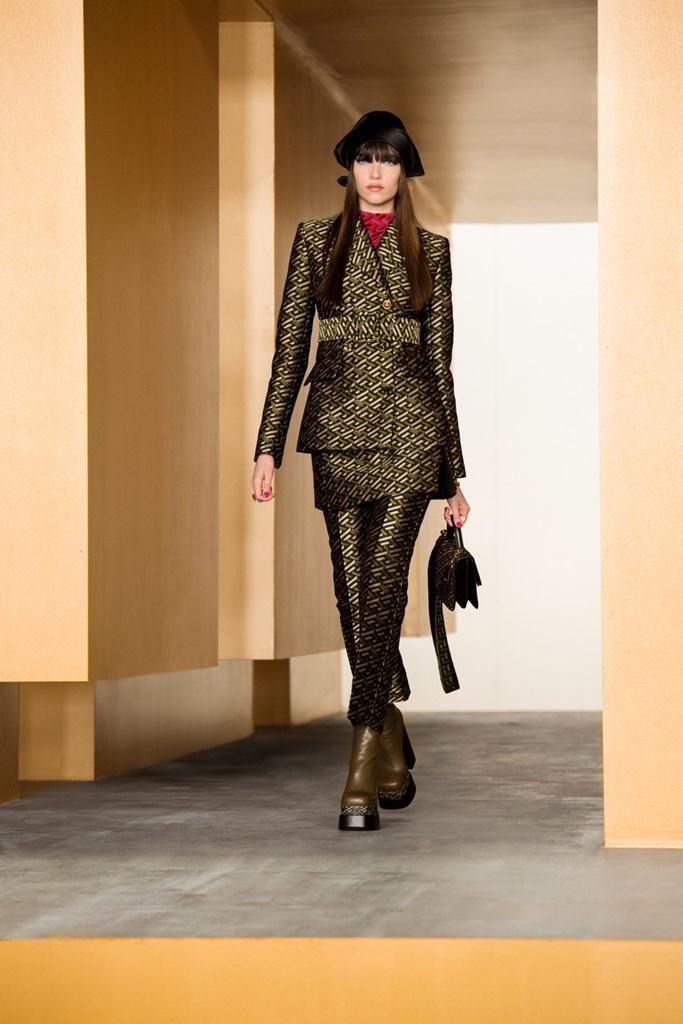Versace_Fall2021_Fashionela (24)