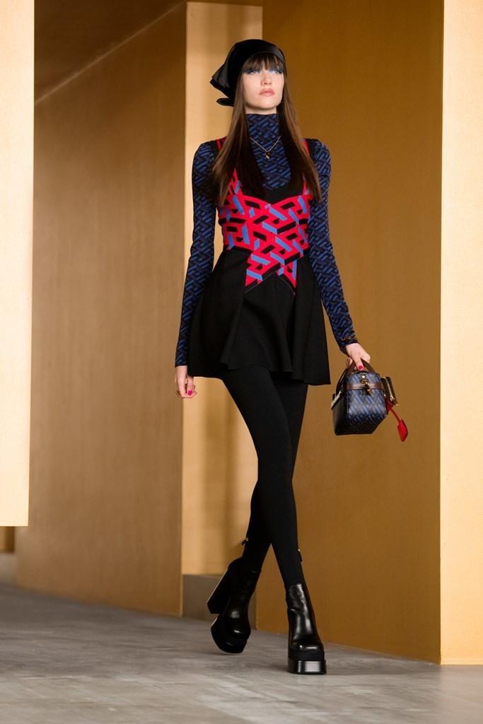 Versace_Fall2021_Fashionela (30)