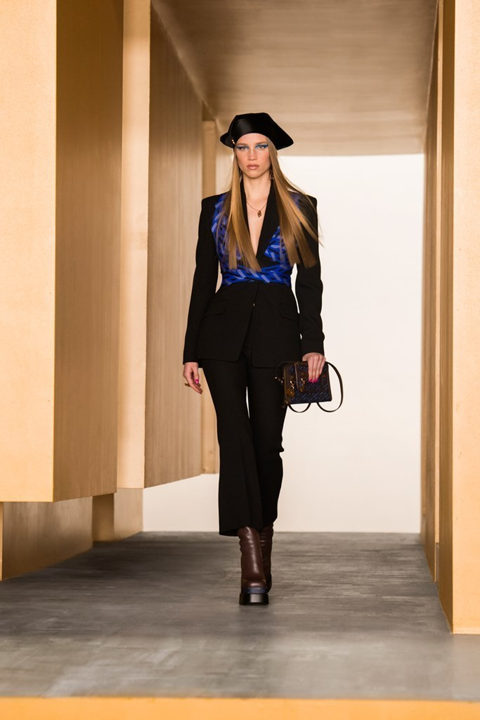 Versace_Fall2021_Fashionela (32)