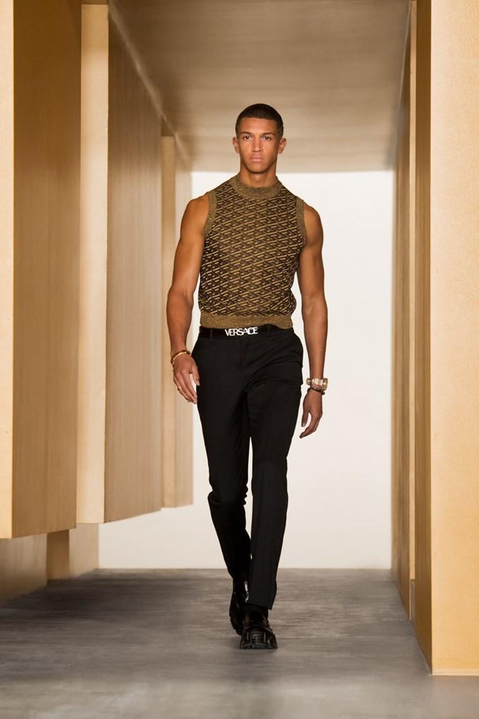 Versace_Fall2021_Fashionela (52)