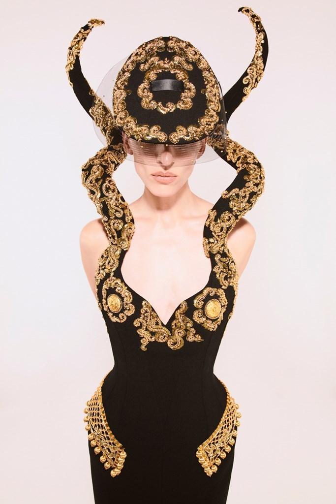 Schiaparelli_Couture_FW21_Fashionela (2)