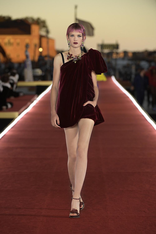Dolce_Gabbana_Alta_Moda_2021_Fashionela (28)